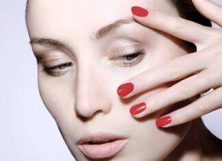 paznokcie kobiety