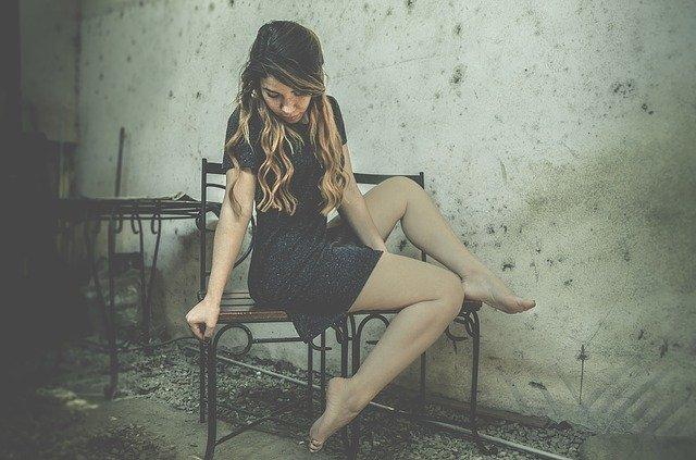paznokcie do granatowej sukienki