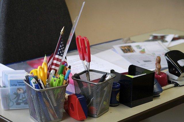 biurko nauczyciela